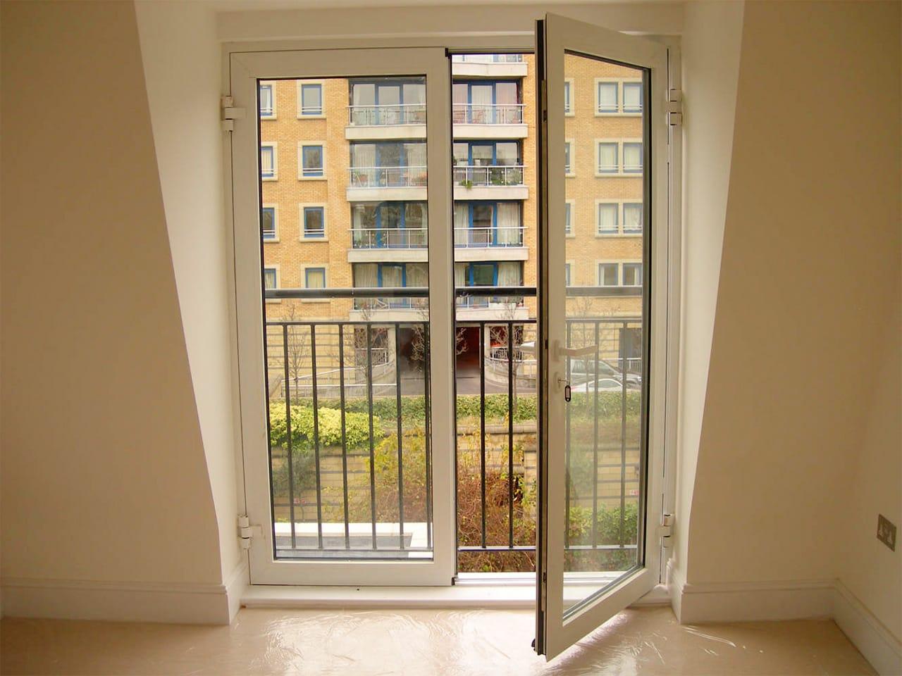 Французские балконы, окна: особенности, установка, утепление.